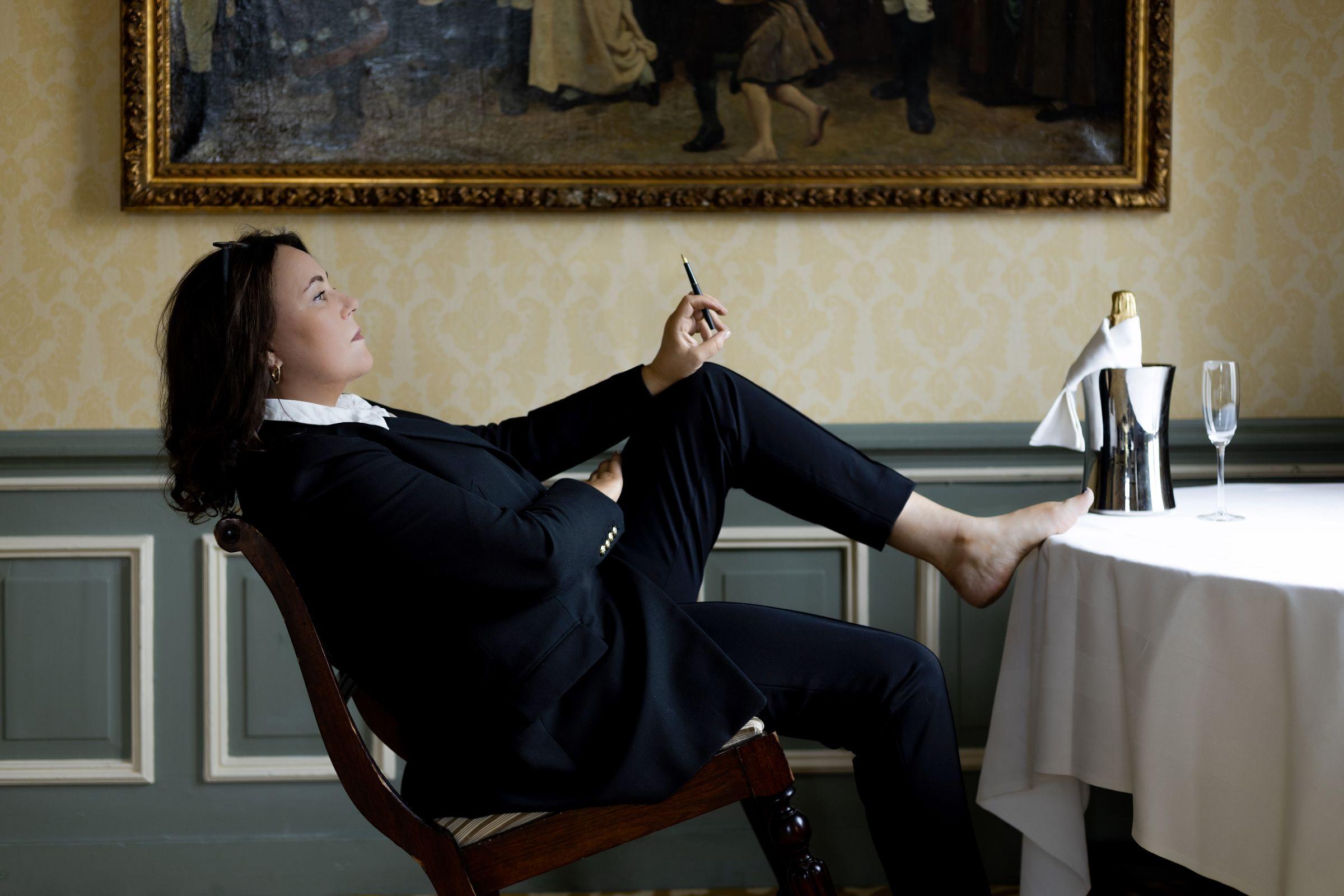 Judith Fanto spreker schrijver pen champagne 2400x1600